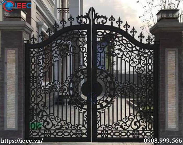 Mẫu cổng hoa văn inox nhà biệt thự đẹp