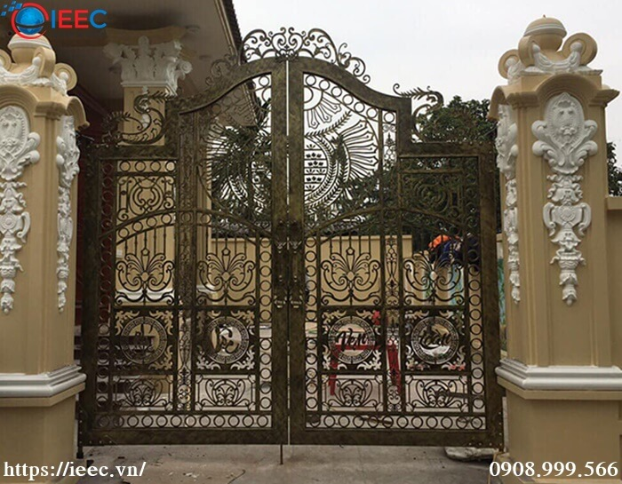 Mẫu cổng sắt CNC nghệ thuật kiến trúc châu âu