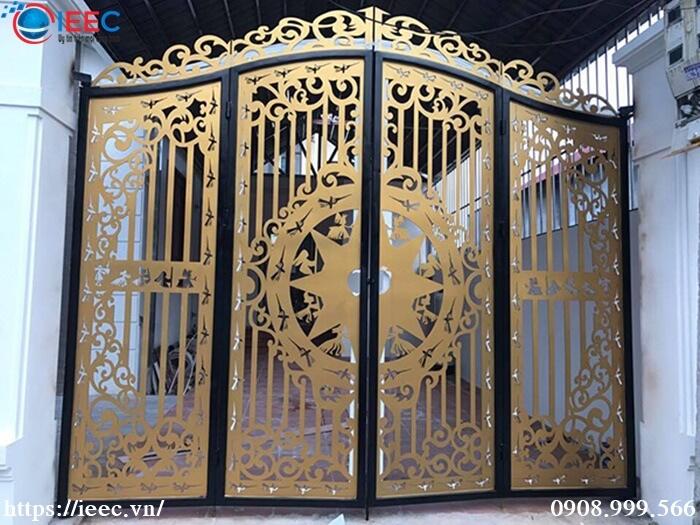 Mẫu cổng sắt hoa văn cắt CNC sơn vàng giả đồng