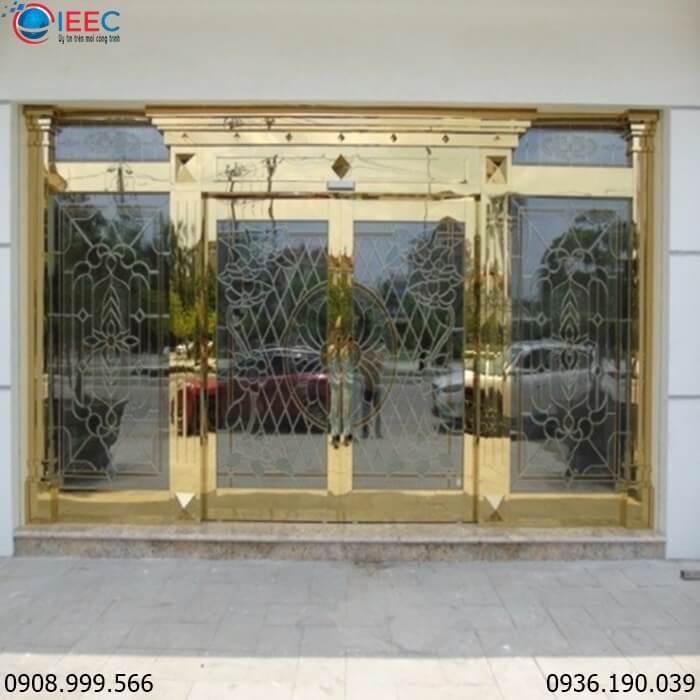 Đặc điểm của cửa Inox mạ vàng