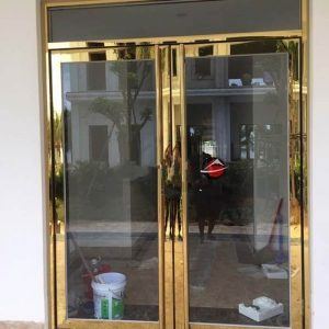 Lợi ích khi sử dụng cửa inox mạ vàng