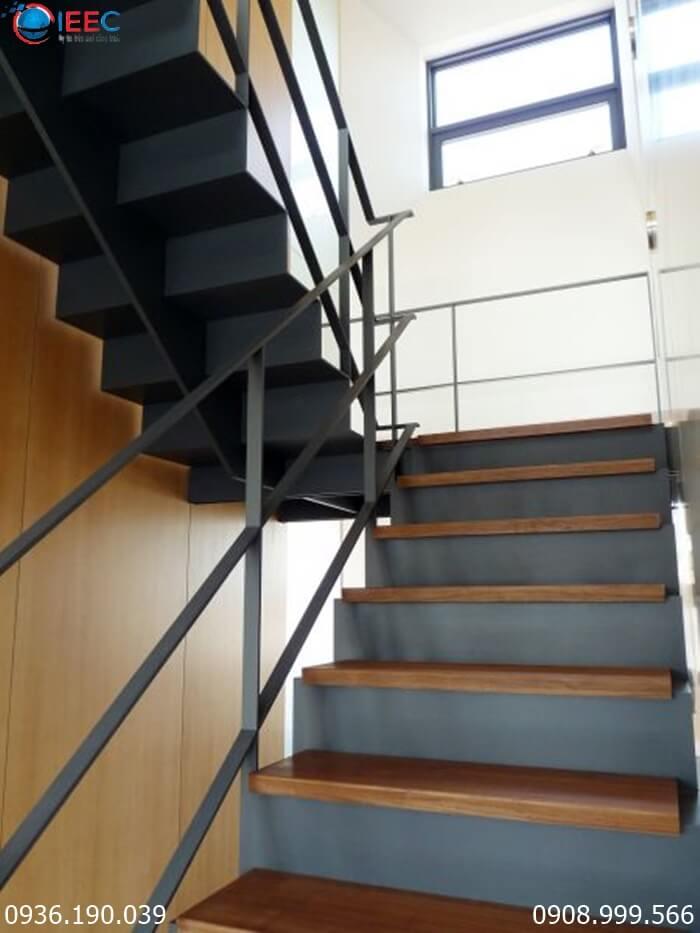 Những ưu và nhược điểm của cầu thang làm từ sắt thép