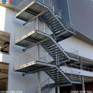 Gia công cầu thang sắt thép