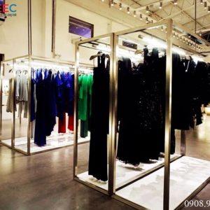 Đặc điểm của kệ inox shop thời trang